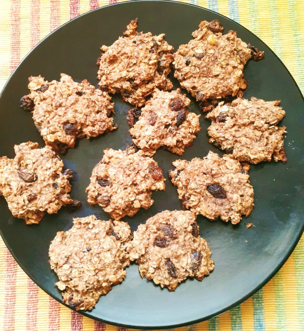 Oatmeal Raisin Cookies With Only Five Ingredients! Vegan, Gluten-Free, and No Flour or Sugar!